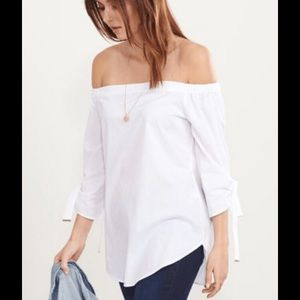 🌸3/40$ Off the shoulders cotton blouse ties